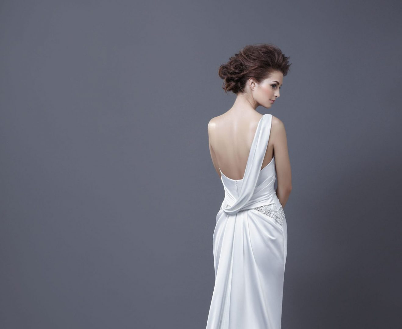 b94c73bd35 A menyasszonyi ruha kölcsönzés és vásárlás előnzei és hátrányai.