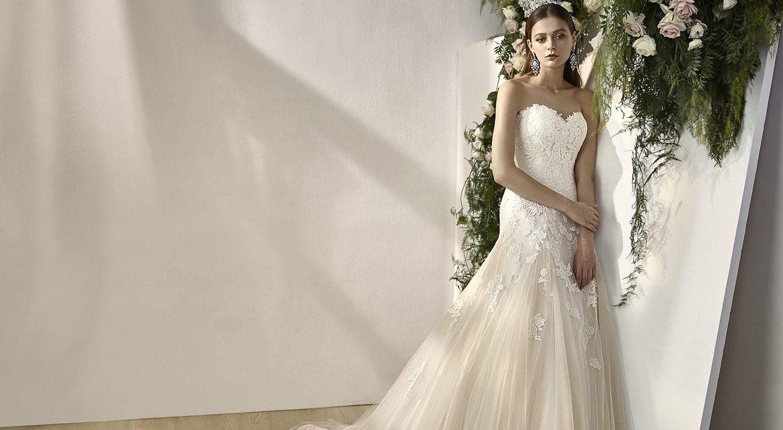 51b231da5d A-vonalú esküvői ruha - Tökéletes menyasszony