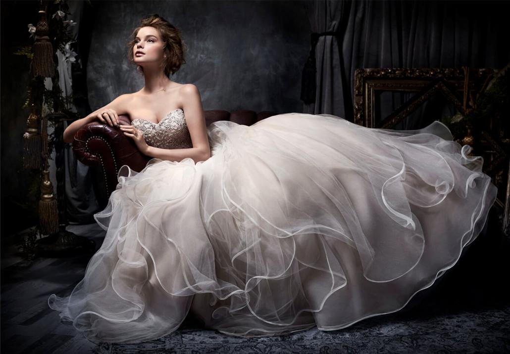 Magazin cikkeink segítségével többet is megtudhat az esküvői ruhákról.