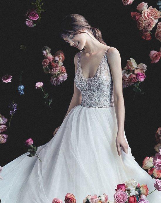 Esküvői ruha az Igen Esküvői Ruhaszalonban. Enzoani menyasszonyi ruha.