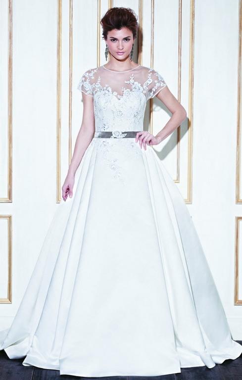 b39209d0c7 Ha az A-vonalú menyasszonyi ruha szoknya része csak tüllből készül, akkor a  ruhának könnyebb, játékosabb hatása lesz! Belevaló, bulizós menyasszonyok  ...