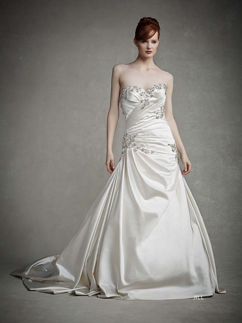 szatén esküvői ruha