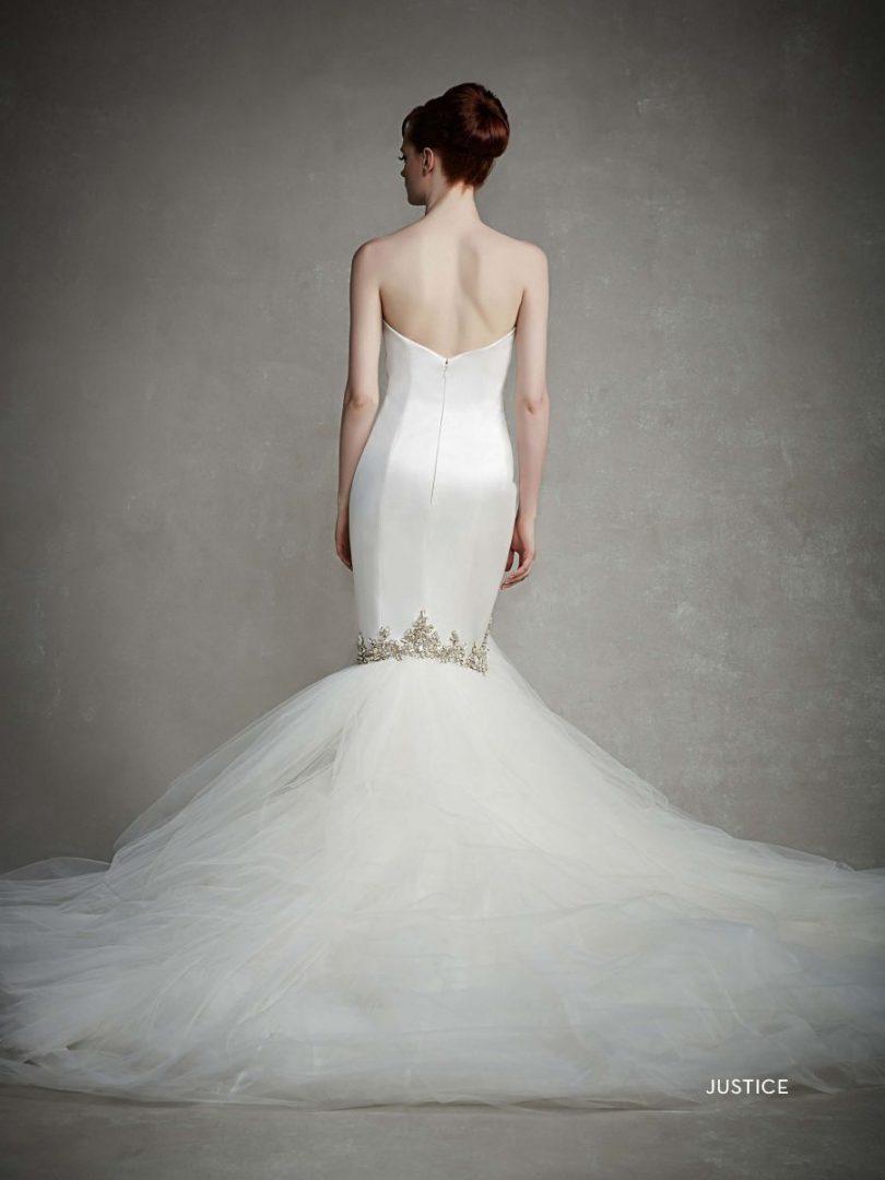 uszályos menyasszonyi ruha