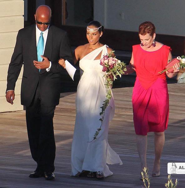 Alicia Keys menyasszonyi ruhaja