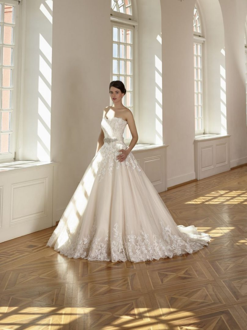 Diane Legrand meyasszonyi ruha