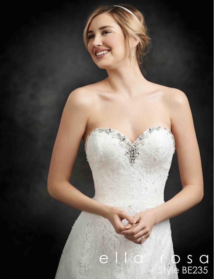 pánt nélküli esküvői ruha