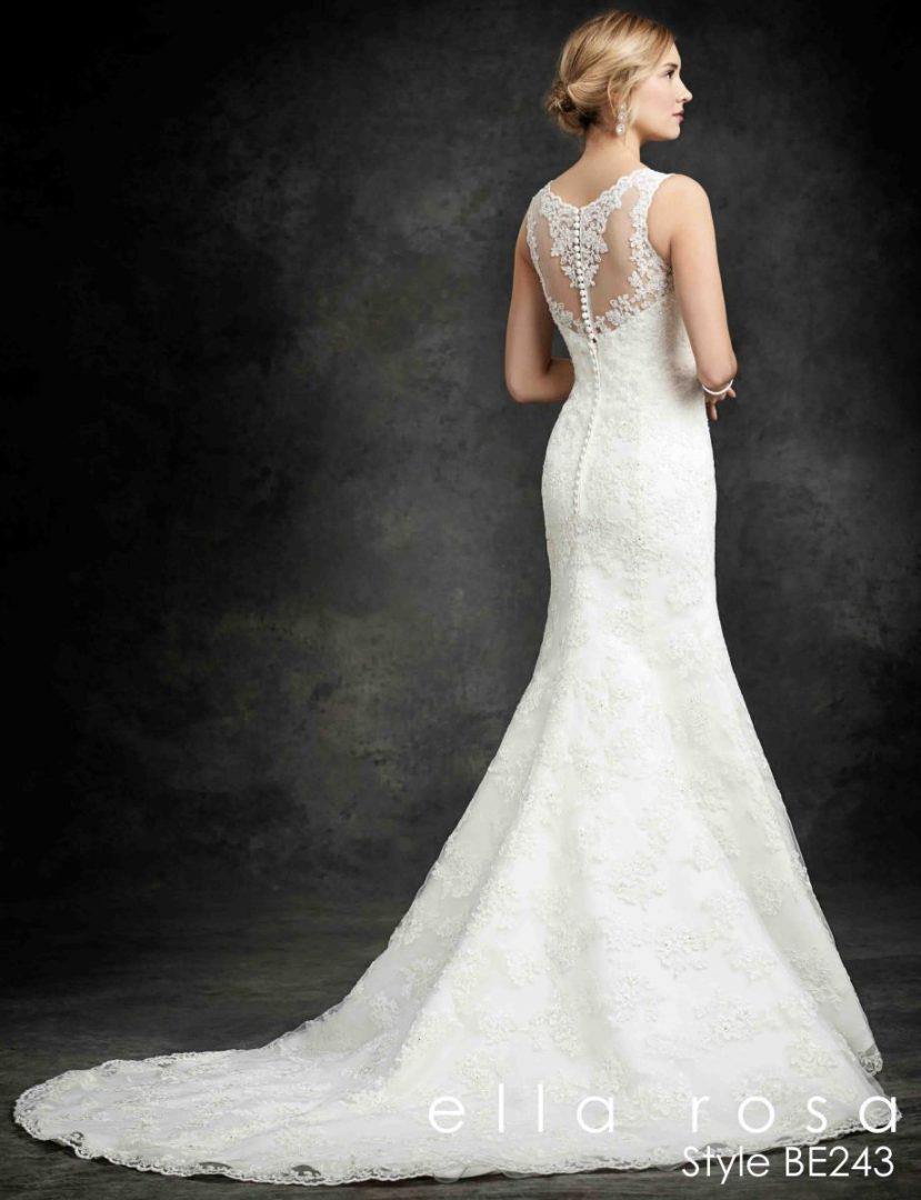 csipkés hátú esküvői ruha