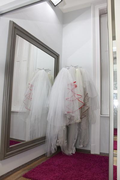Hatalmas öltöző az Igen Esküvői Ruha Szalonban