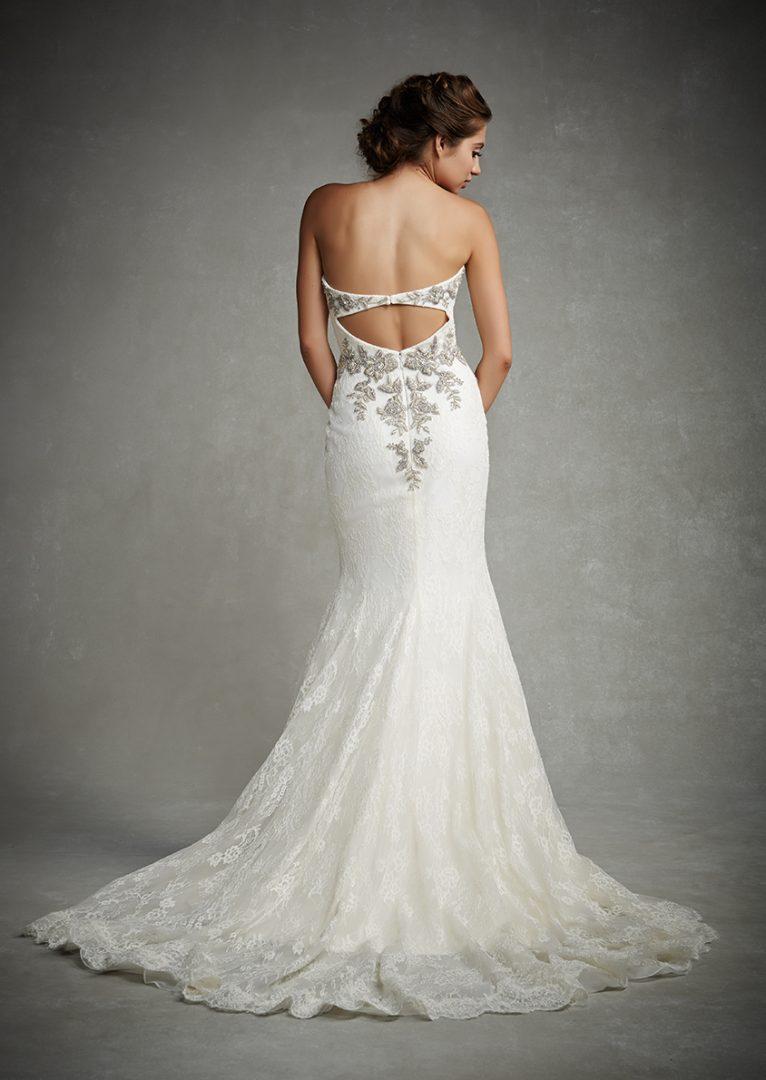 csillogó esküvői ruha