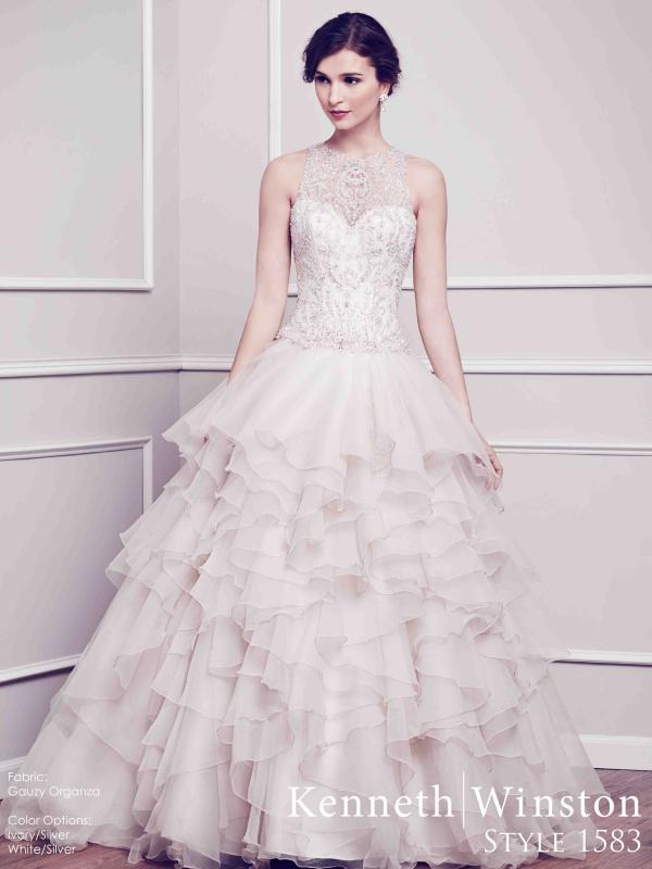 046d20622f Kenneth Winston menyasszonyi ruha, körte alkatra megfelelő esküvői ruha ...