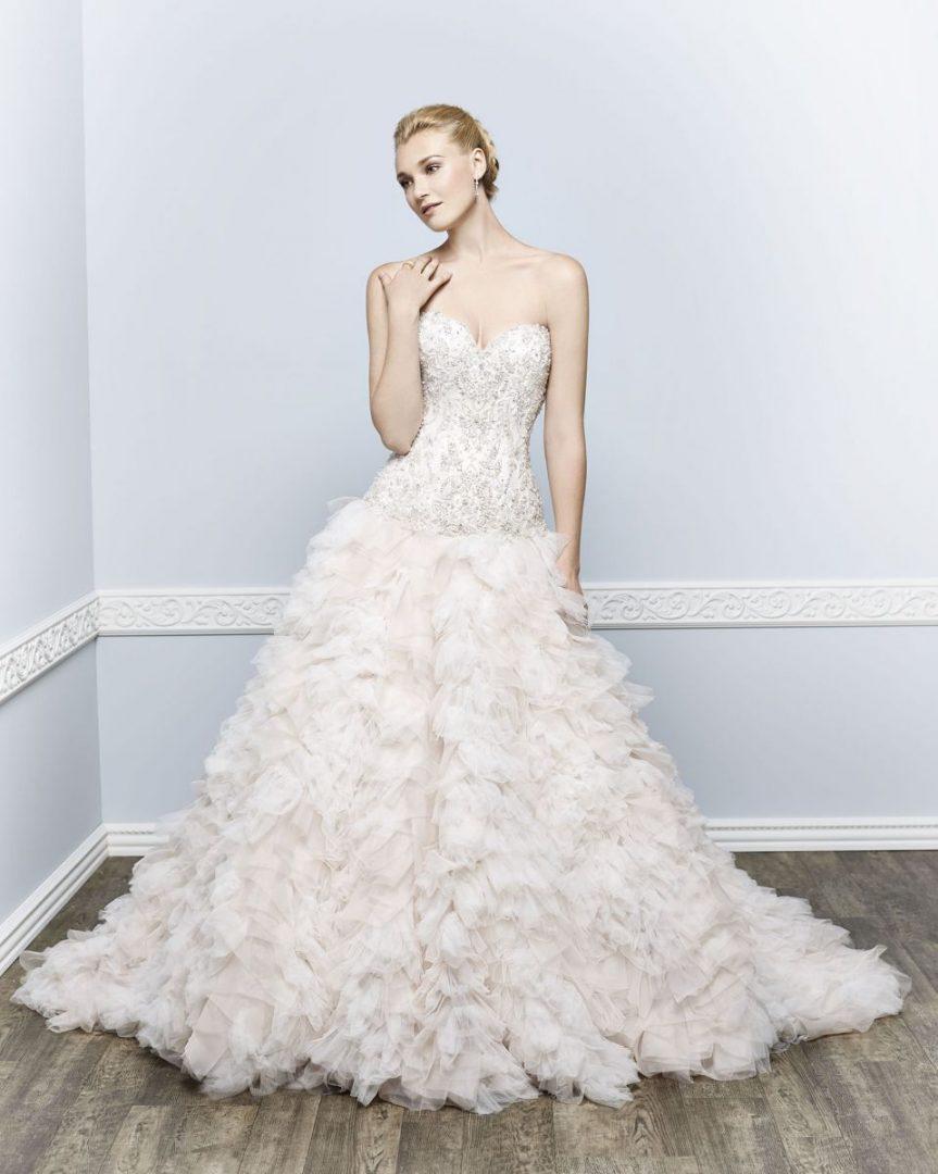 Kenneth Winston menyasszonyi ruha, kölcsönzés vagy vásárlásra egyaránt.