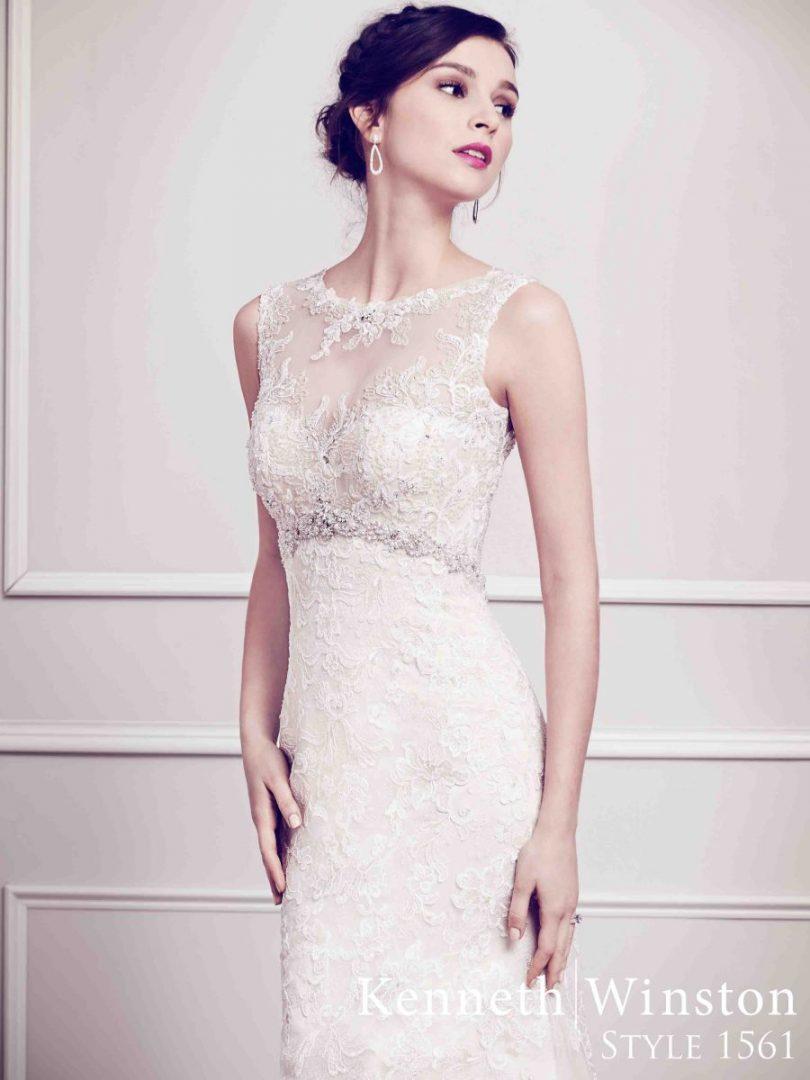 áttetsző nyakú menyasszonyi ruha