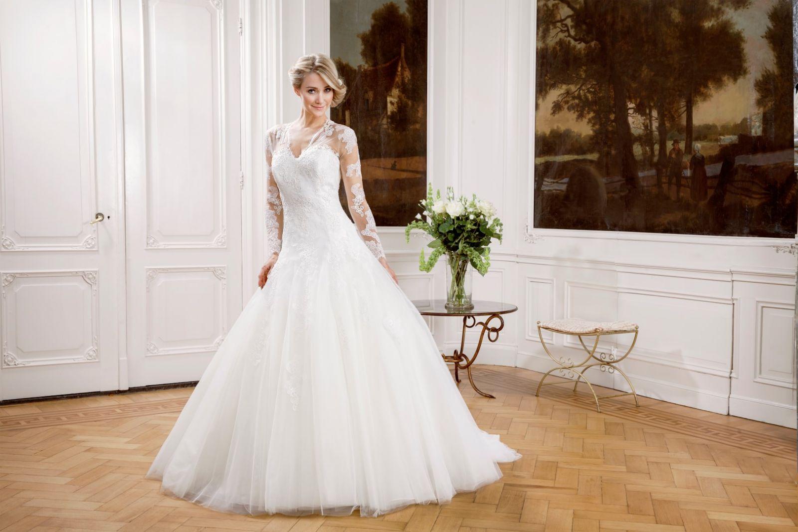 Royal Menyasszonyi Ruha | Modeca Esküvői Ruha Kollekció