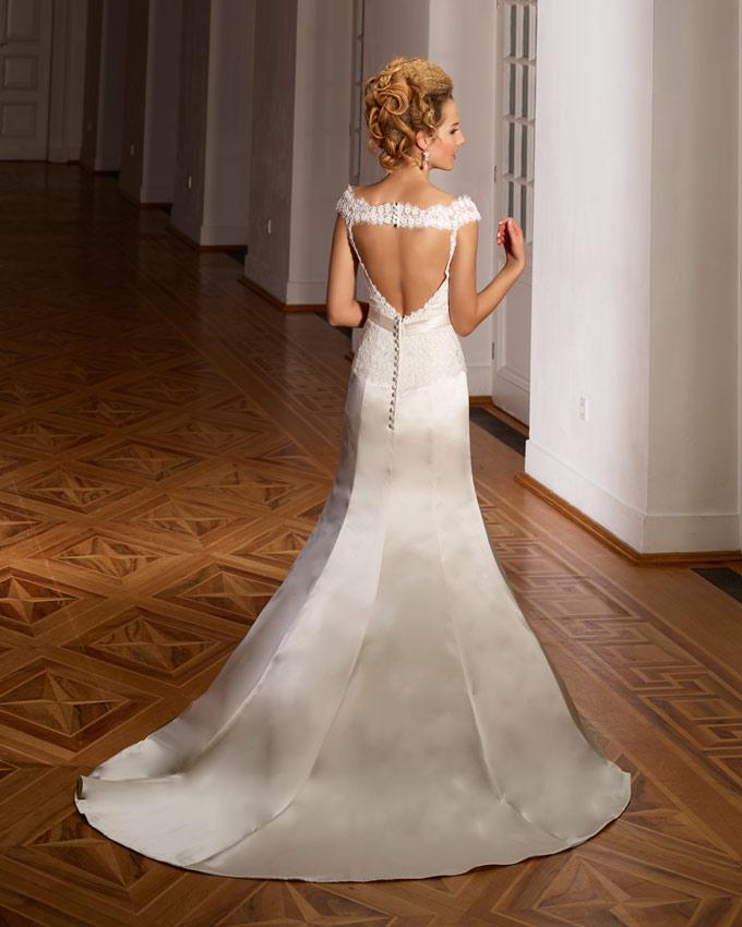 kivágott hátú esküvői ruha
