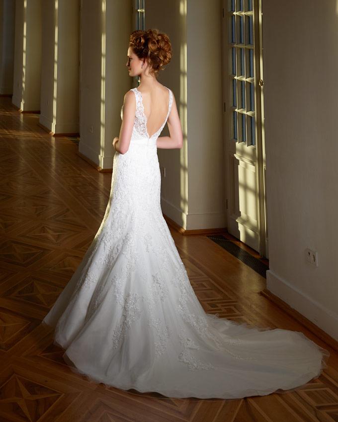 A vonalú esküvői ruha