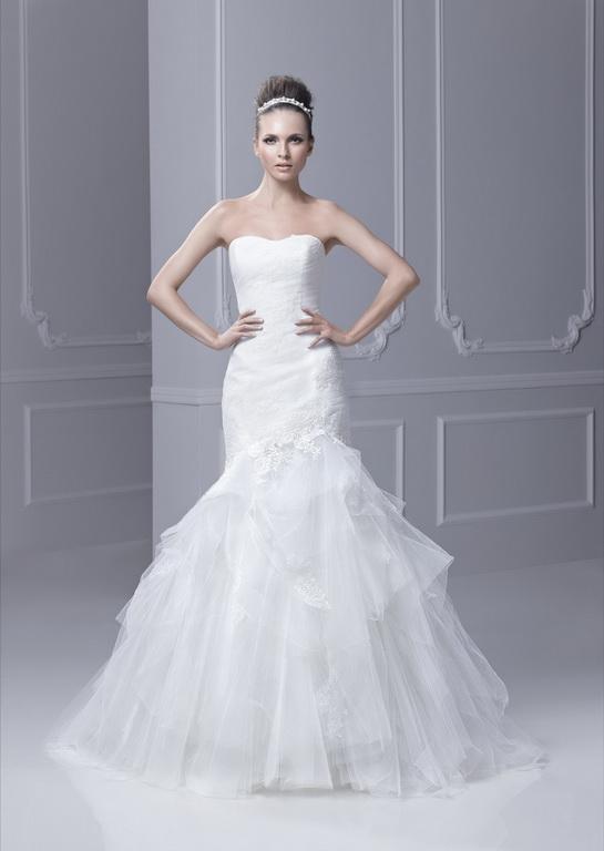 Blue by Enzoani Fairyland menyasszonyi ruha, homokóra alkatra megfelelő esküvői ruha