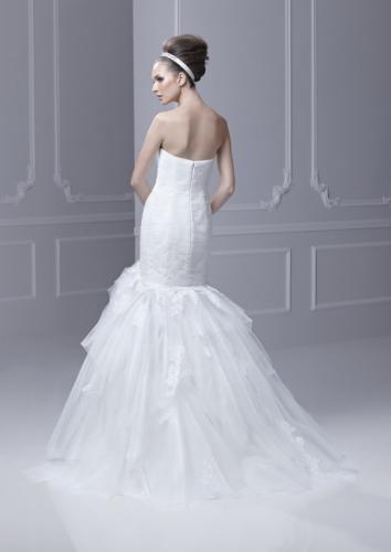 Blue by Enzoani menyasszonyi ruha, homokóra alkatra megfelelő esküvői ruha