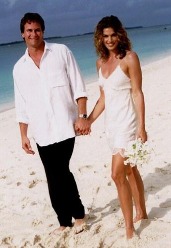 Cindy Crawford menyasszonyi ruhája