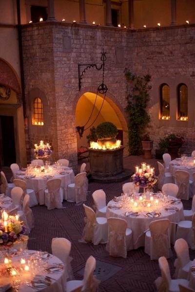 Esküvő kastélyban | Kastélyhoz illő menyasszonyi ruha