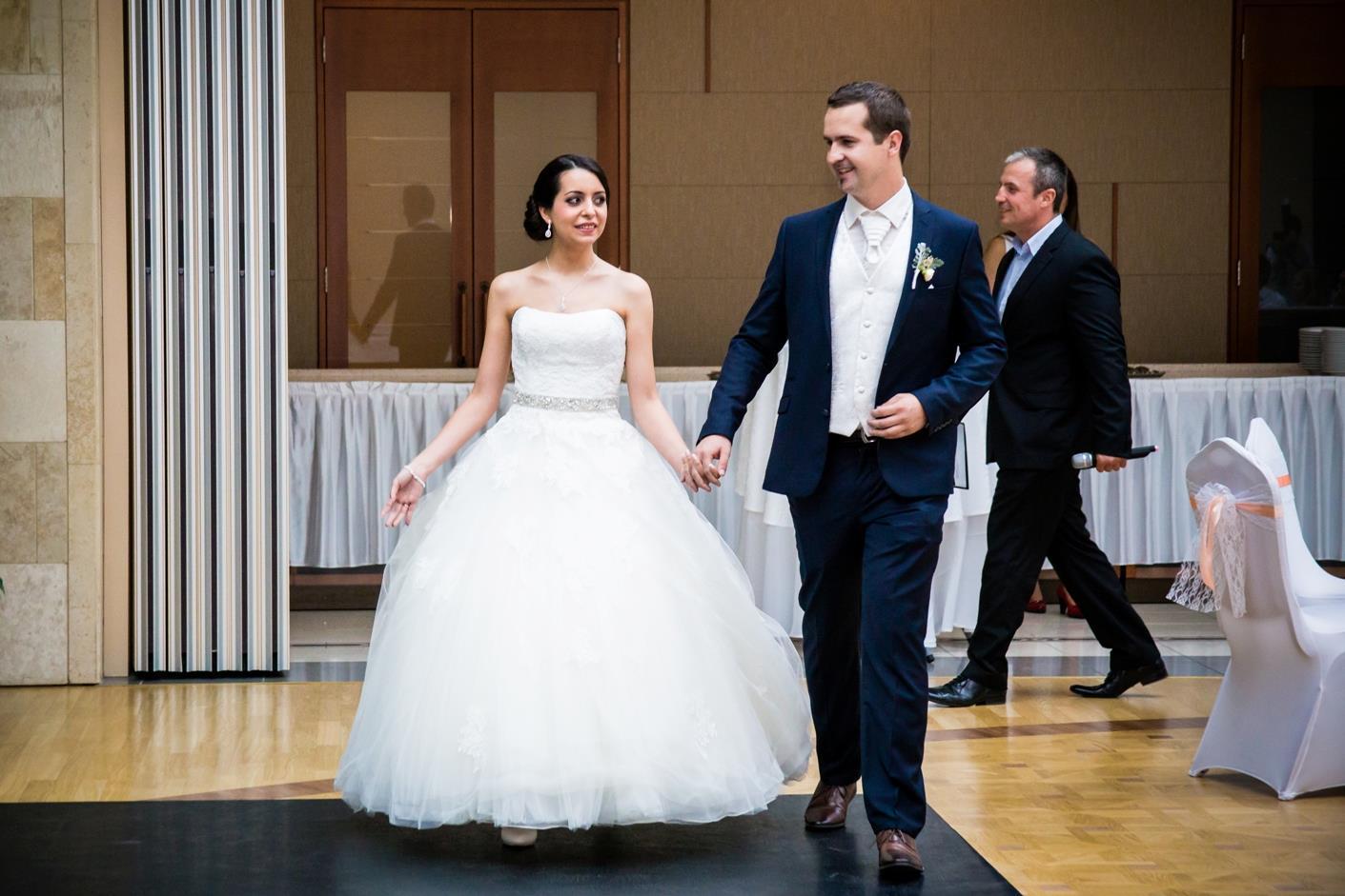 pant nelkuli menyasszonyi ruha az Igen Szalonbol