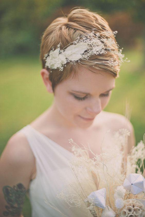 Rövid hajból esküvői frizura