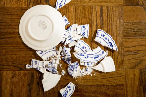 esküvői babona, tányértörés