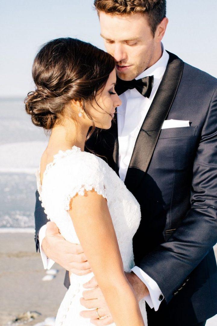 osszeillo menyasszonyi ruha es eskuvoi oltony parositas