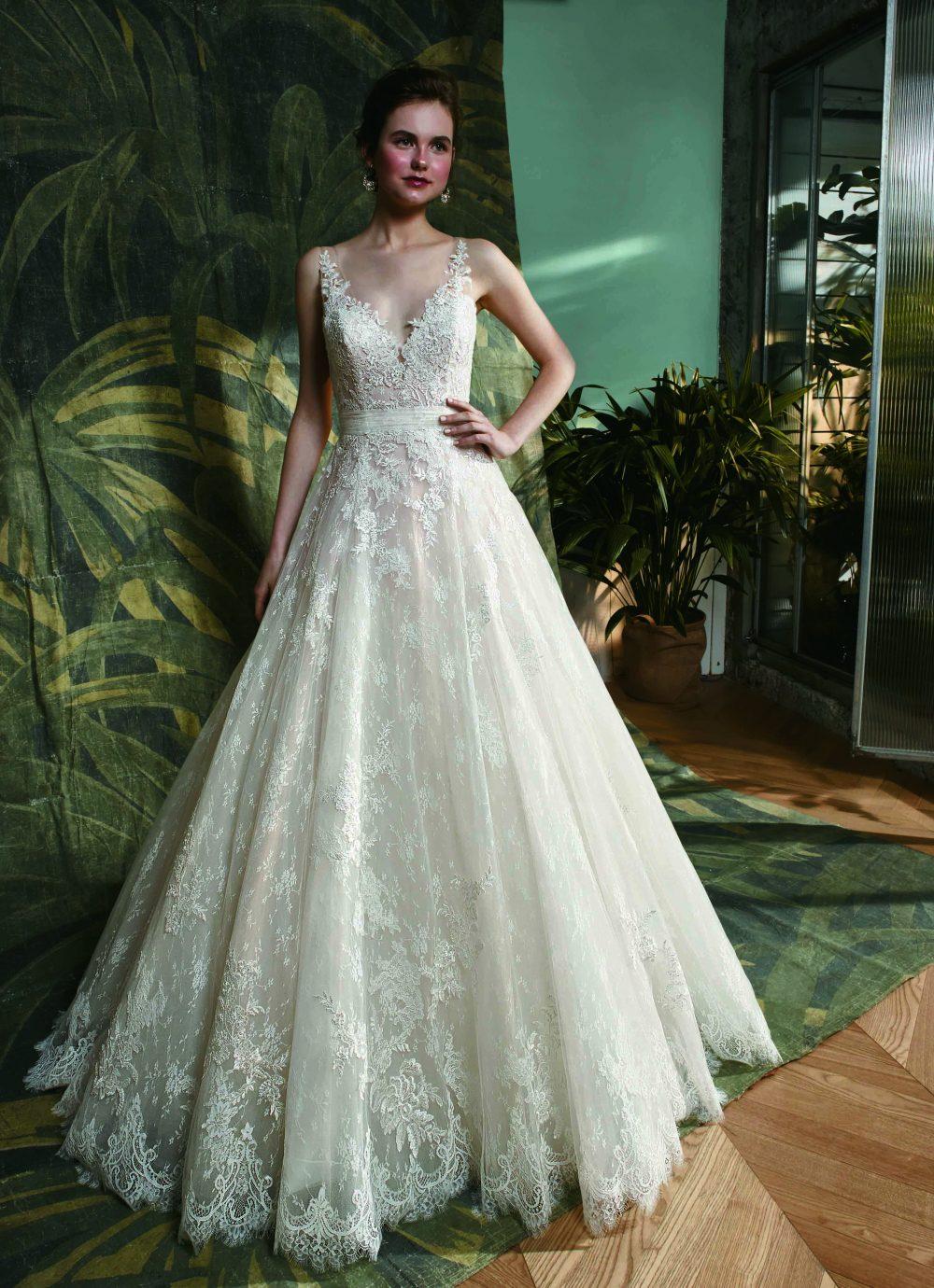 Hercegnős fazonú esküvői ruha az Enzoanitól, a nagy szoknyát kedvelő menyasszonyok kedvence.