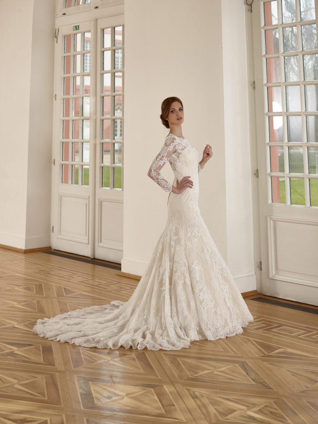 Diane Legrand 5216 csipkés esküvői ruha, sok menyasszony álma!