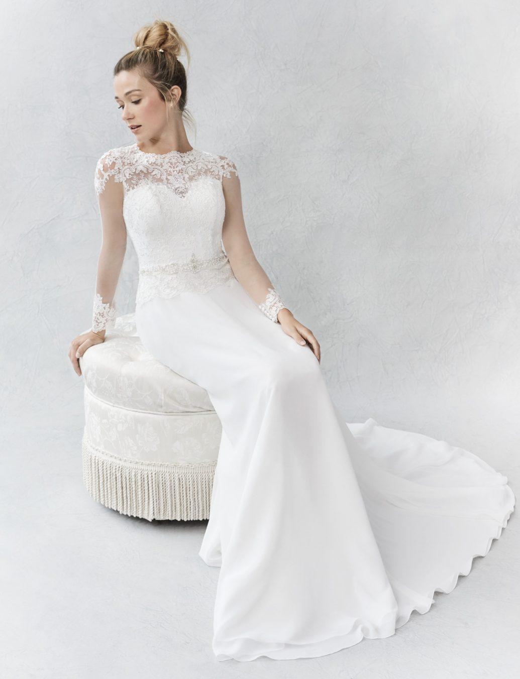 Ella Rosa BE366 sellő fazonú esküvői ruha, mely kiemeli a menyasszony alakját.