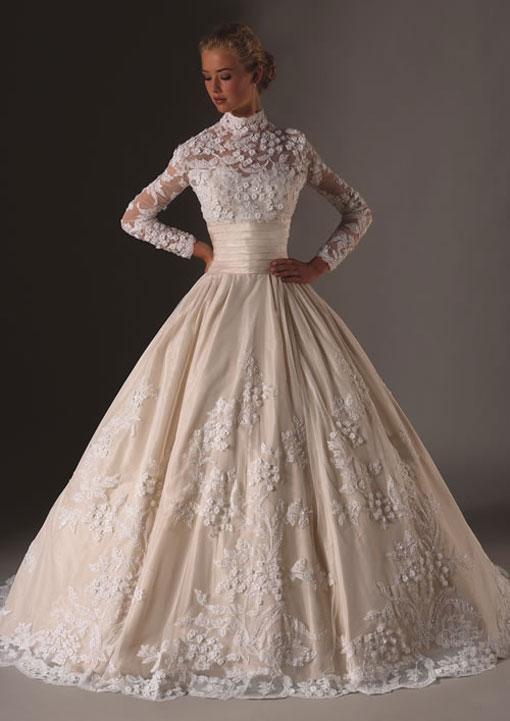 Régi típusú, hagyományos, varratott esküvői ruha.