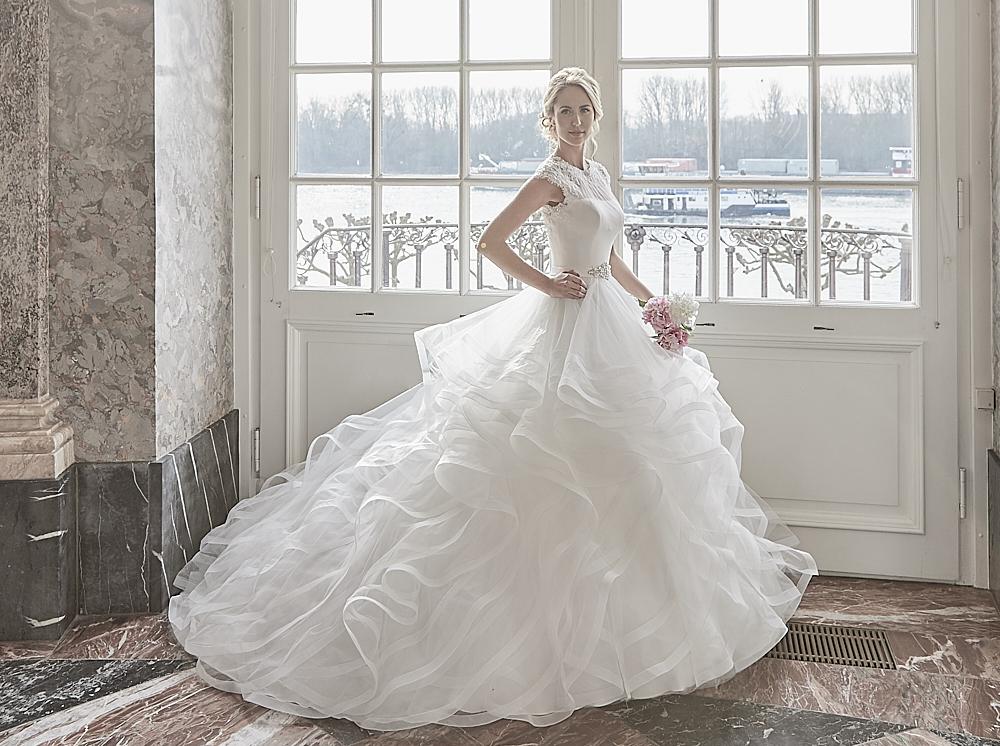 Diane Legrand 7314 nagyszoknyás esküvői ruha.