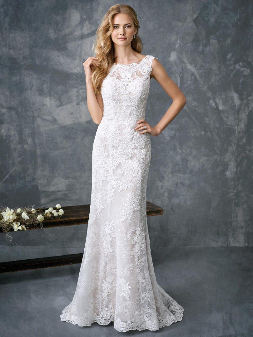 Nagyméretű menyasszonyi ruha a Kenneth Winston kollekcióból. Sellő fazonú molett esküvői ruha, ideális választás teltebb menyasszonyoknak.