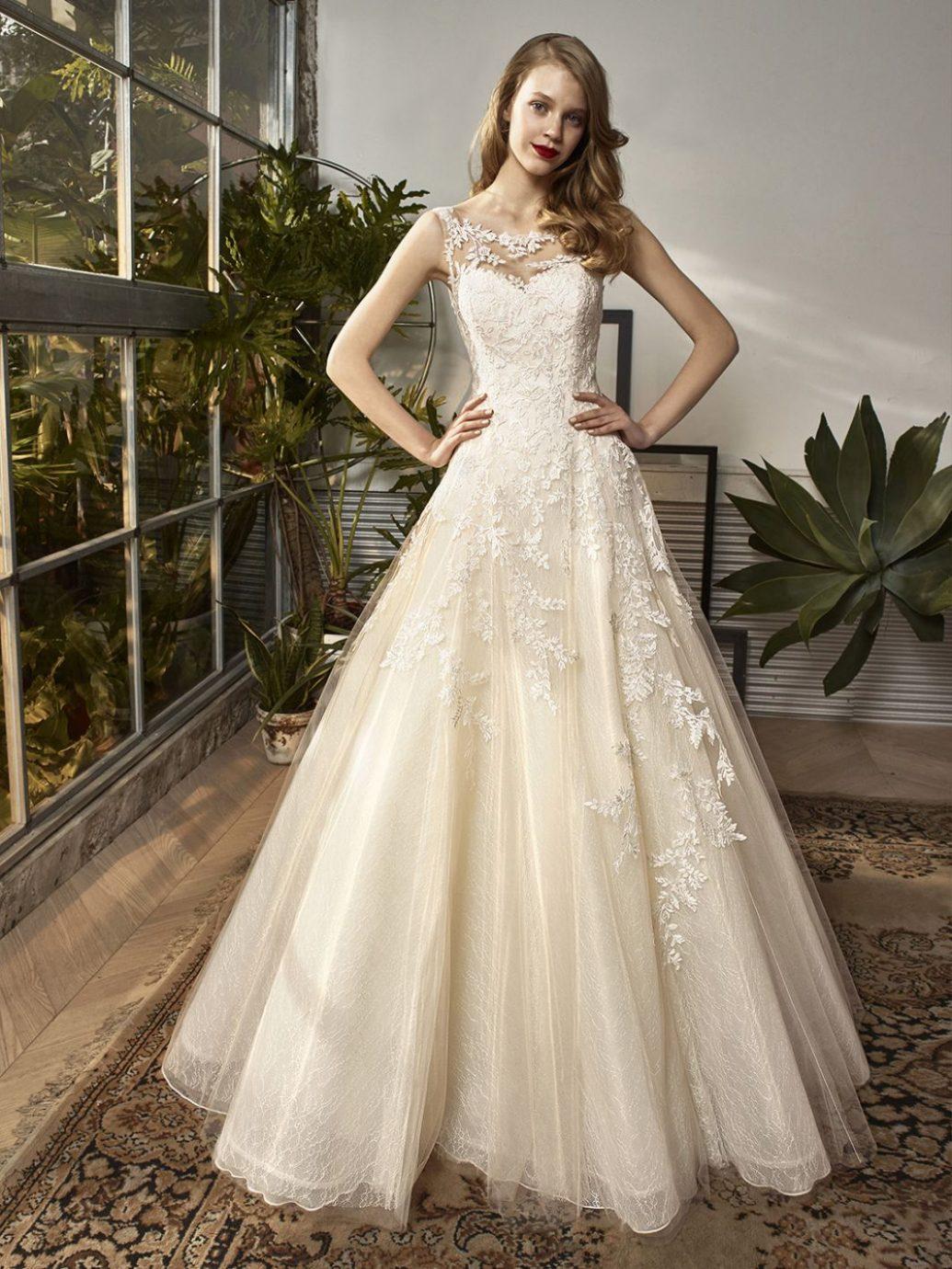 Beautiful BT18-12 esküvői ruha a visszafogottabb menyasszonyok kedvence volt idén.