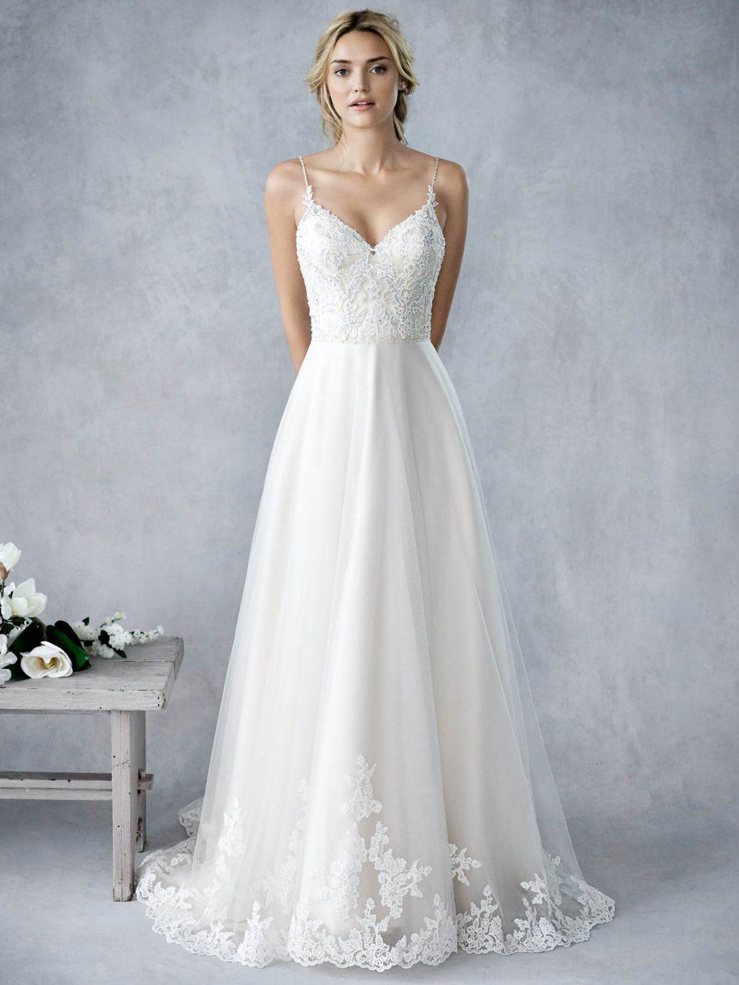 A Kenneth Winston Ella Rosa kollekcióból a kedvenc idén ez a BE426 esküvői ruha.