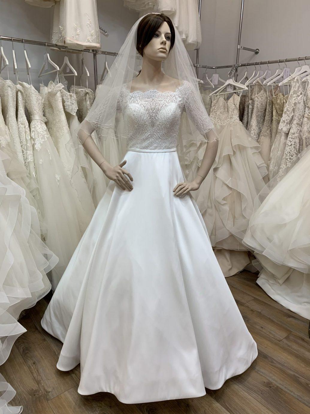 Az Igen Szalonban megtalálhatja az esküvőhöz szükséges kiegészítőket, mint például fátyol, hajdísz.