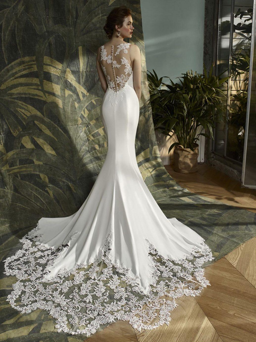 Az Enzoani Kalypso esküvői ruha hátulról valami mesés.