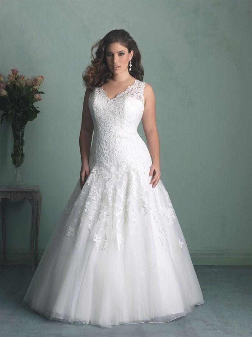 Nagyméretű menyasszonyi ruha az Allure Bridalstól.