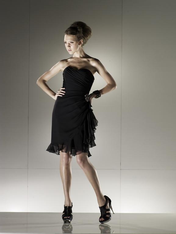 Kis fekete, mely minden nő ruhatárában kötelező darab! Mindenképp szerezzen be magának egyet!