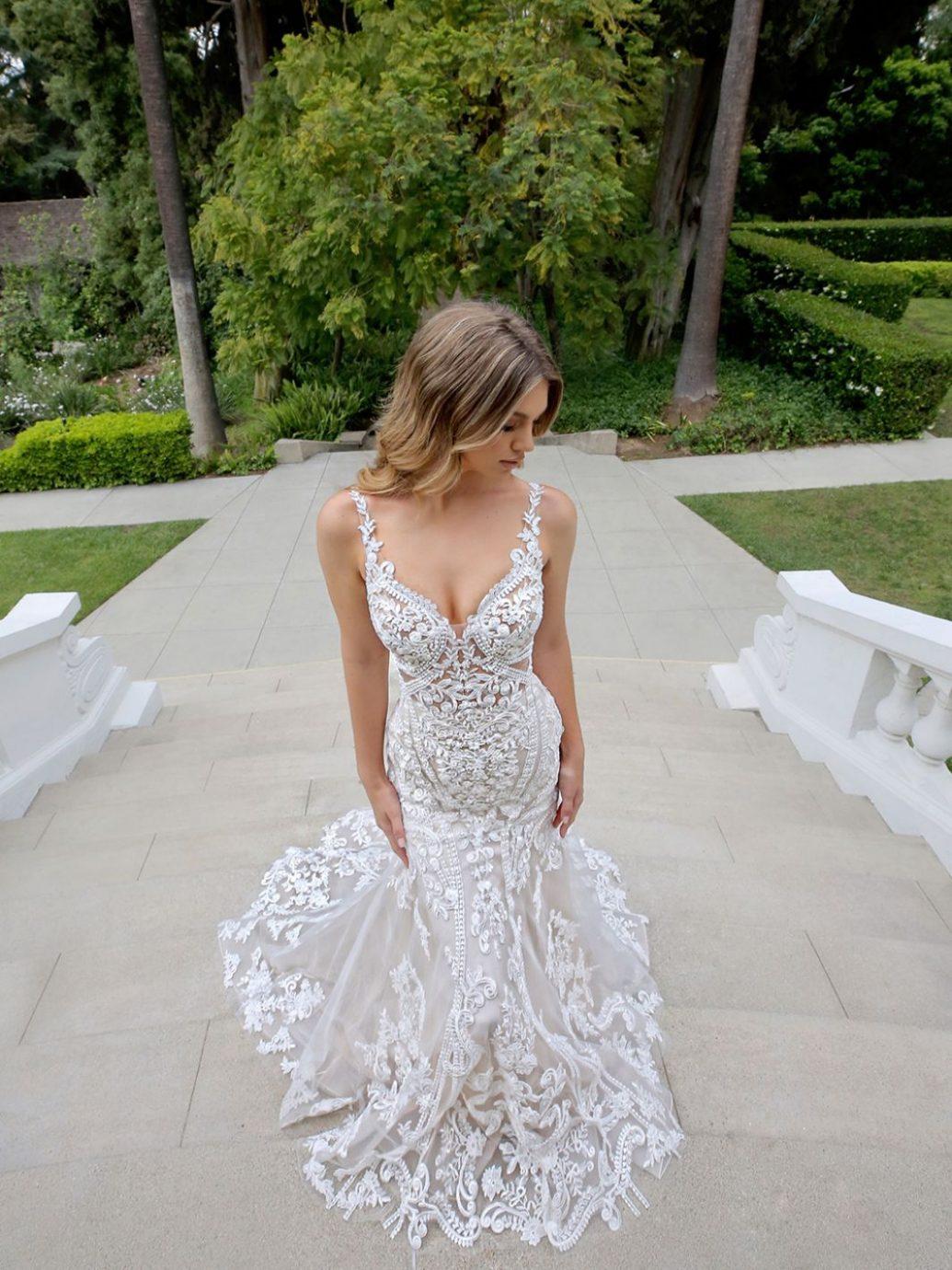 Blue by Enzoani Marianna esküvői ruha, gyönyörű csipke felsőrésszel.