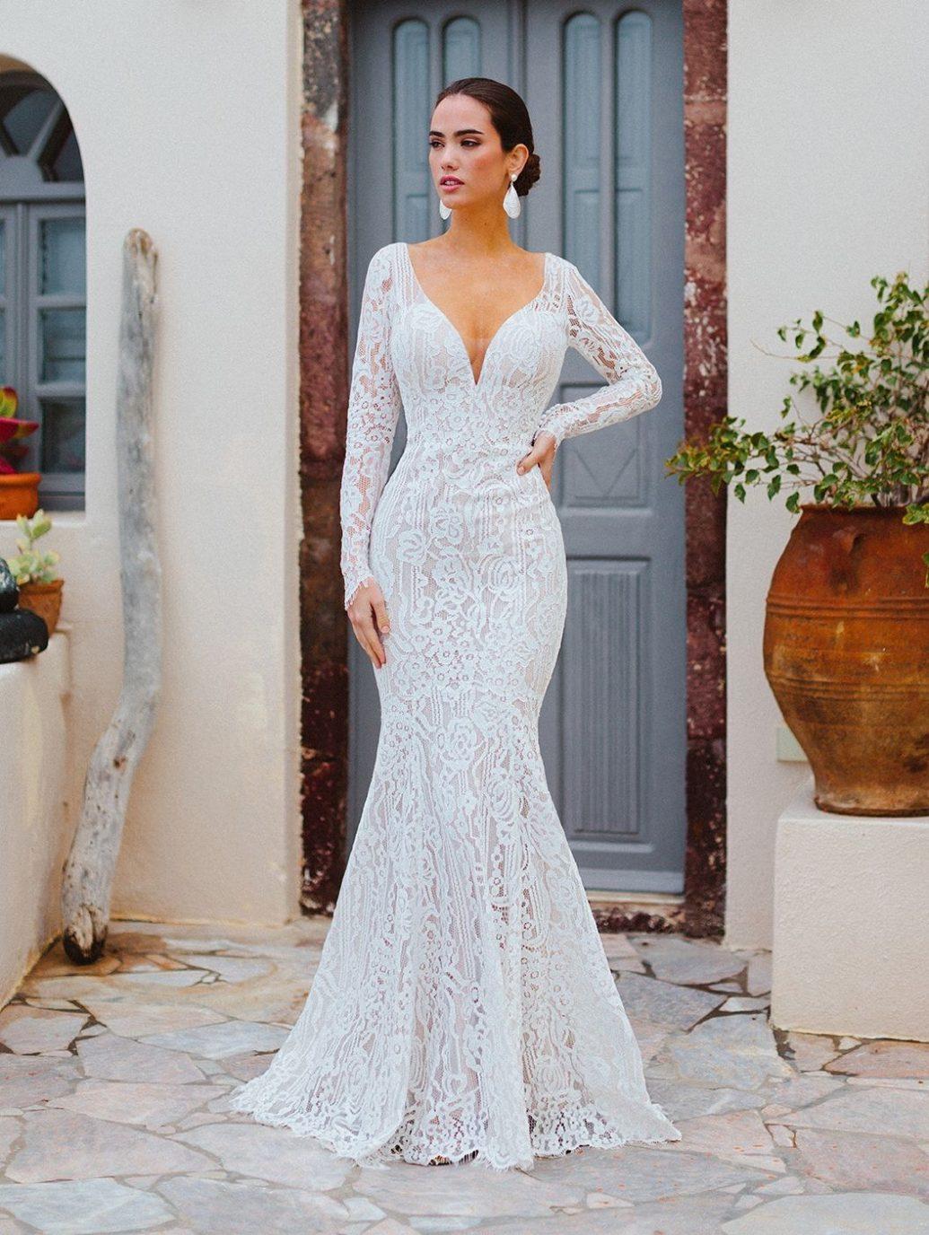 Allure Bridals WIlderly kollekciós F166 menyasszonyi ruha, vintage hatású, geometriai csipke mintával.