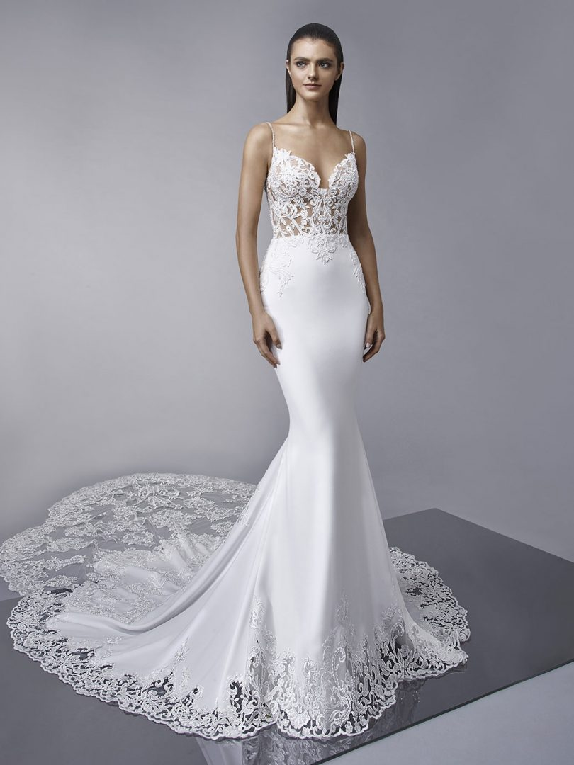 Enzoani McKinley sellő fazonú, zsorzsett esküvői ruha, mely tökéletes állófogadásra.