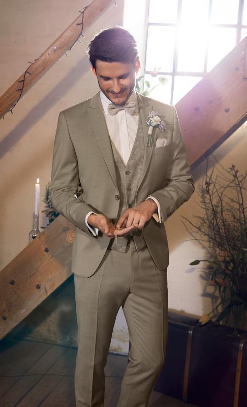 Wilvorst világos, pasztell színű vintage hatású vőlegény öltöny.